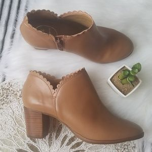 Jack Rogers NWOB Leather Scalloped Ankle Booties